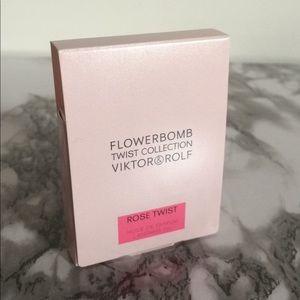 Viktor & Rolf Flowerbomb Rose Twist